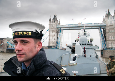 A member of the cable party on the destroyer HMS Edinburgh departing the Pool of London - Stock Photo