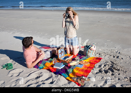 Couple picnicing and photographing, Breezy Point, Queens, New York, USA - Stock Photo