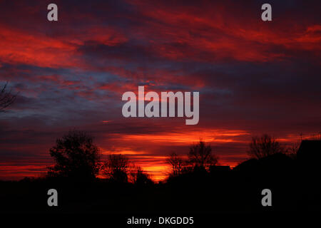 Peterborough, UK. 05th Dec, 2013. Red sky in the morning is said to be shepherds warning, as the sky looks like - Stock Photo