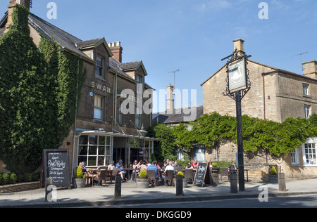 The Swan pub and restaurant in Broadway village, Worcestershire, England, UK - Stock Photo