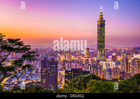 Modern office buildings in Taipei, Taiwan at dusk. - Stock Photo