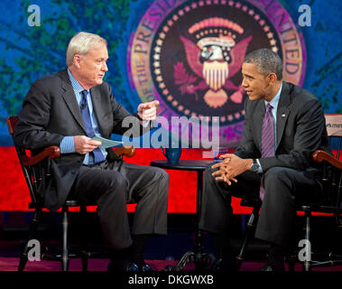 Washington DC, USA. 5th Dec, 2013. United States President Barack Obama (R) tapes an appearance on MSNBC's 'Hardball - Stock Photo