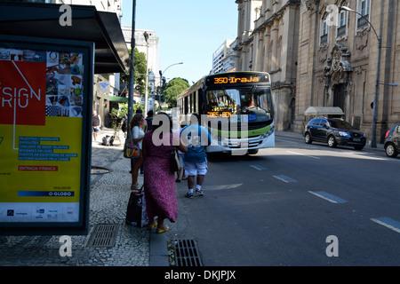 A local bus stops on Rua Primeiro de Março (1st March Street) in Rio de Janeiro, Brazil. - Stock Photo