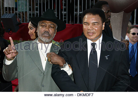 July 10, 2002 - Hollywood, California, U.S. - Boxing greats MUHAMMAD ALI and JOE FRAZIER share a laugh on the red - Stock Photo