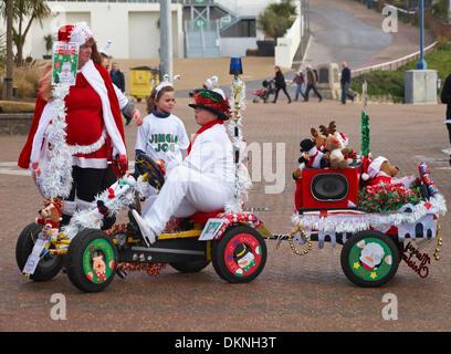 Bournemouth, UK Sunday 8 December 2013. Jingle Jog Charity Run with 3k and 6k courses along Bournemouth seafront - Stock Photo