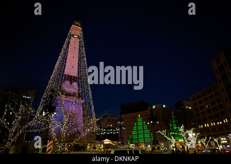 the soldier and sailor monument in downtown indianapolis indiana dressed in christmas lights for the