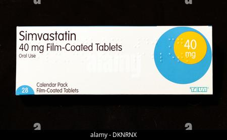Simvastatin 40mg tablets statin, statins, pack,  packet, packs, packets, tablet, medicine, medicines, cholesterol - Stock Photo
