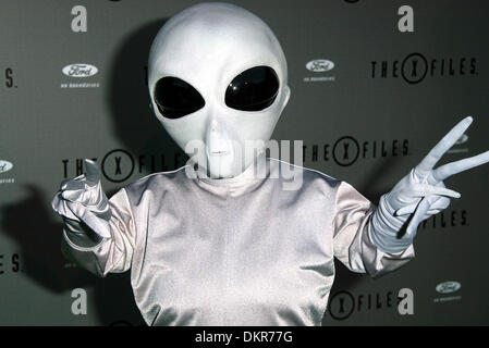 ALIEN.X-FILES FINALE WARP PARTY. ANGELES, USA.HOUSE OF BLUES, HOLLYWOOD, LOS.27/04/2002.LA2926 - Stock Photo