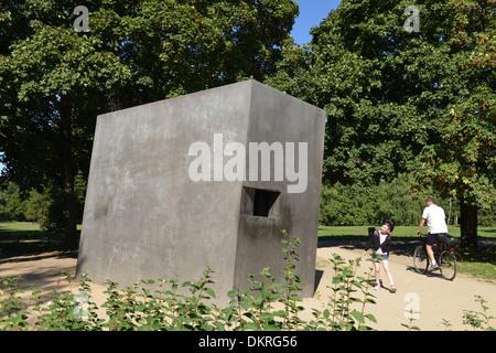 Denkmal für die im Nationalsozialismus verfolgten Homosexuellen, Tiergarten, Berlin, Deutschland - Stock Photo