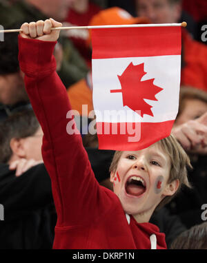 BRIAN PETERSON ¥ brianp@startribune.com Richmond, BC - 02/18/2010 - ]  A young Canadian fan cheers on Christine - Stock Photo
