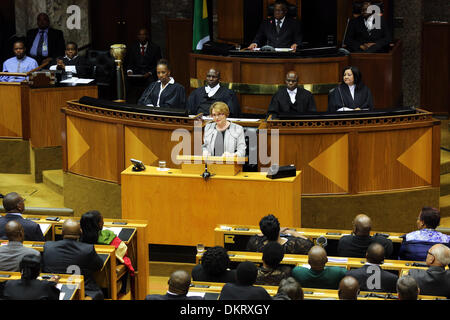 Cape Town, South Africa. 9th Dec, 2013. Western Cape Premier Helen Zille pays tribute to Nelson Mandela at a special - Stock Photo