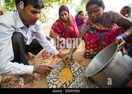 Women attend a seed treatment demonstration Bihar State, India, in order to increase crop yield. - Stock Photo