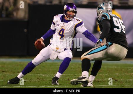 Dec. 20, 2009 - Charlotte, North Carolina, USA - 20 December2009: Minnesota Vikings quarterback Brett Favre #4 tries - Stock Photo