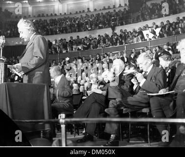 June 17, 1933 - London, England, U.K. - Professor ALBERT EINSTEIN during his 'Science and Civilisation' lecture - Stock Photo