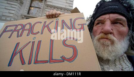 London, UK, UK. 10th Dec, 2013. Activists from ''Frack-Off'' waited outside The House of Lords as their group gave - Stock Photo