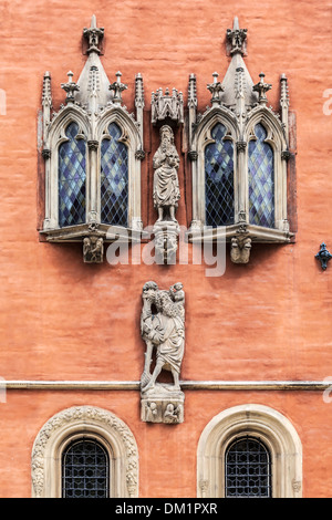 Detail of oriel windows and statues on neo-Gothic Town Hall or Ratusz in Wroclaw's market Square. - Stock Photo