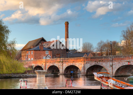 The old mill saw mill and foot bridge, Stratford upon Avon, Warwickshire, England. - Stock Photo