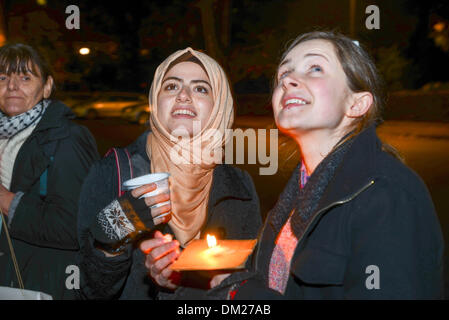 London, UK. 11th Dec, 2013. Syria Peace & Justice, organise a candlelit vigil aim to raise awareness of the desperate - Stock Photo