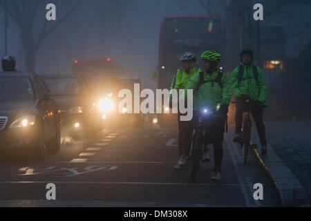 London, UK. 11th December 2013: Londoners make their way to work at dawn in heavy fog. London and the south east - Stock Photo