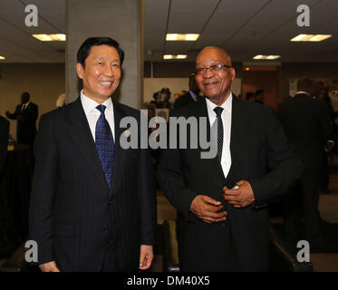 Pretoria, South Africa. 11th December 2013. South African President Jacob Zuma (R) meets with Chinese Vice President - Stock Photo