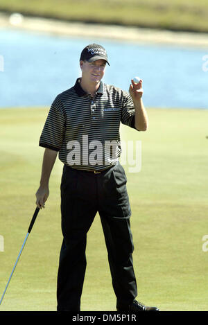 Mar 12, 2005; Palm Beach Gardens, FL, USA; JOE OGILVIE acknowledges applause after putting on 9 at The Honda Classic - Stock Photo