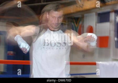 Dec 01, 2004; Los Angeles, CA, USA; WBC Heavyweight Champion VITALI KLITSCHKO trains for his upcoming December 11th - Stock Photo