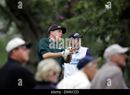 Mar 03, 2005; Miami, FL, USA; PHIL MICKELSON watches his drive off the tee on the 11th hole. Mickelson finished - Stock Photo