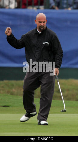 Mar 03, 2005; Miami, FL, USA; MARCO DAWSON smiles as he gets ready to putt on the 17th hole. Dawson finished the - Stock Photo