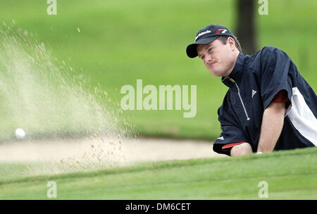 Mar 03, 2005; Miami, FL, USA; TODD HAMILTON hits out of the bunker at the third teen hole during the first round - Stock Photo