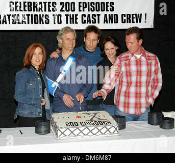 Apr. 5, 2002 - Los Angeles, CALIFORNIA - THE X-FILES 200TH EPISODE CELEBRATION.AT FOX STUDIO STAGE 5 IN LOS ANGELES, - Stock Photo