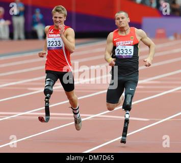 Daniel Jorgensen (Den) and Wojtek Czyz (Ger) London 2012 Paralympic Games - Men's 200m - T42 Final London England - Stock Photo