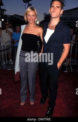 July 9, 1998 - K12803LR.THERE'S SOMETHING ABOUT MARY PREMIERE LOS ANGELES CA 07-09-1998.CAMERON DIAZ AND MATT DILLON. - Stock Photo