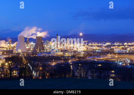 The Grangemouth oil refinery and industrial complex at dusk - Stock Photo