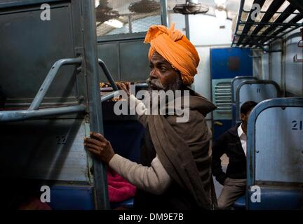 (131213) -- PUNJAB, Dec. 12, 2013 (Xinhua) -- A Punjabi cancer patient boards a train at the railway station of - Stock Photo