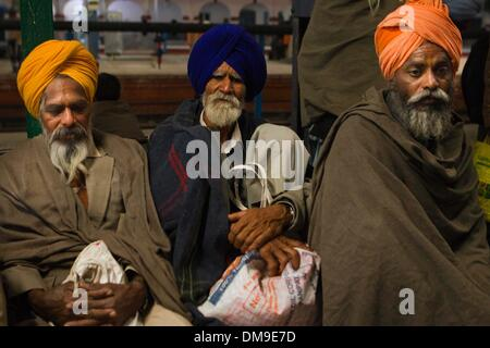 (131213) -- PUNJAB, Dec. 12, 2013 (Xinhua) -- Punjabi cancer patients wait for a train at the railway station of - Stock Photo