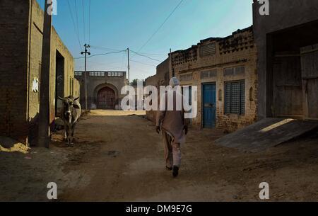 (131213) -- PUNJAB, Dec. 12, 2013 (Xinhua) -- A Punjabi man walks in a cancer-affected village near Bathinda in - Stock Photo