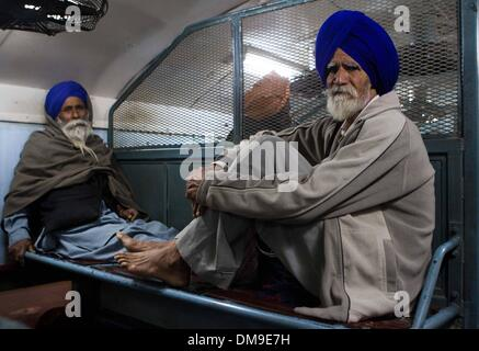(131213) -- PUNJAB, Dec. 12, 2013 (Xinhua) -- Punjabi cancer patients sit on a train at the railway station of Bathinda - Stock Photo