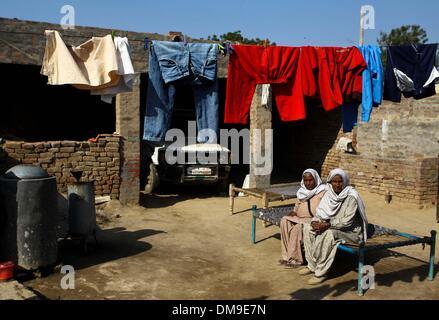 (131213) -- PUNJAB, Dec. 12, 2013 (Xinhua) -- Two Punjabi women, Garmil Kour (L) and Angreez Kour, rest in their - Stock Photo