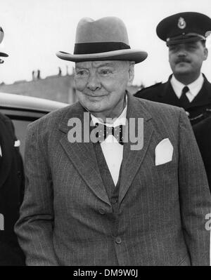 Oct. 7, 1960 - London, England, U.K. - SIR WINSTON CHURCHILL left London Airport today to fly to Venice where he - Stock Photo