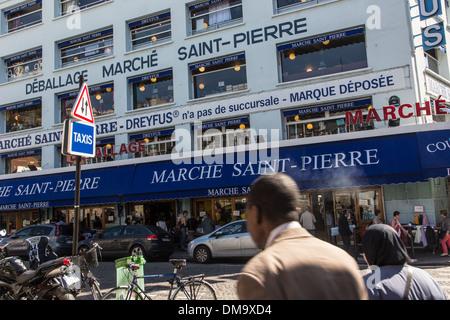 SAINT-PIERRE DREYFUS FABRIC MARKET, RUE LIVINGSTONE, BUTTE MONTMARTRE, 18TH ARRONDISSEMENT, PARIS, FRANCE - Stock Photo