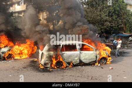 Dhaka, Bangladesh. 13th December 2013. Burning vehicles, set on fire by demonstrating Jamaat-e-Islami supporters, - Stock Photo