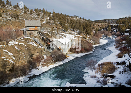 Ice on the Deschutes river in mid December, at the Clines Falls Hydro-elkectric plant, near Redmond, Oregon - Stock Photo