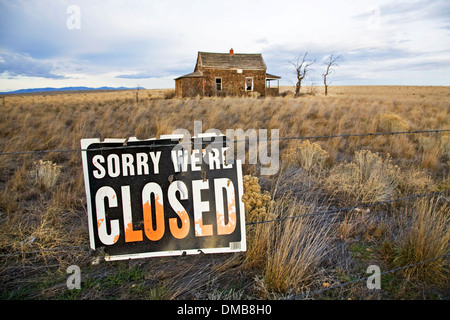 A 1930s Great Depression Era house on the grassy prairie near Madras, Oregon - Stock Photo