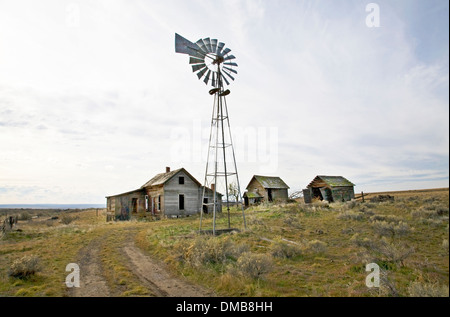 An abandoned wheat farm in northern Oregon. - Stock Photo