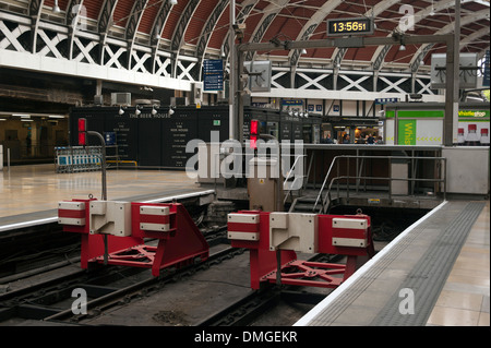 End of the line at Paddington train station, West London, England, United Kingdom - Stock Photo