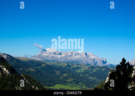 A view of the Sella Group from Fanes Plan - Stock Photo