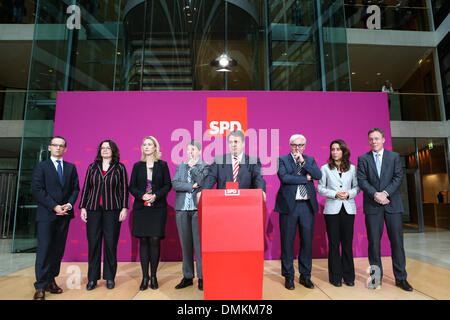 Berlin, Germany. 15th Dec 2013. New Economy and Energy minister, SPD leader Sigmar Gabriel (4th R), new foreign affairs minister Frank-Walter Steinmeier (3rd R) and other SPD politicians attend a press conference in Berlin, Germany, Dec. 15, 2013. Germany's Social Democratic Party (SPD) formally announced its cabinet members on Sunday, one day after party members voted to enter a grand coalition with Chancellor Angela Merkel's conservatives. Credit:  Zhang Fan/Xinhua/Alamy Live News Stock Photo