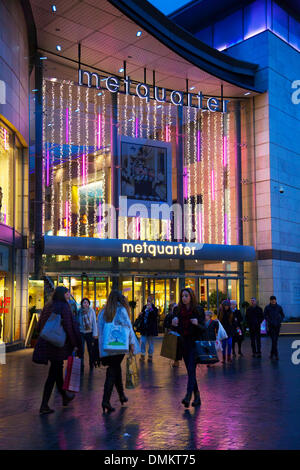 Liverpool One, Merseyside, UK 15th December, 2013. Metquarter in Whitechapel where Big discounts being offered by - Stock Photo