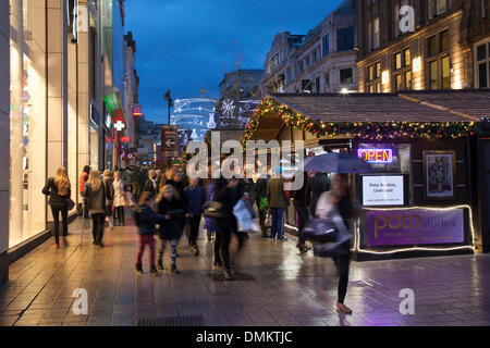 Liverpool One, Merseyside, UK 15th Dec, 2013. Church Street where big discounts being offered by retailers tempted - Stock Photo