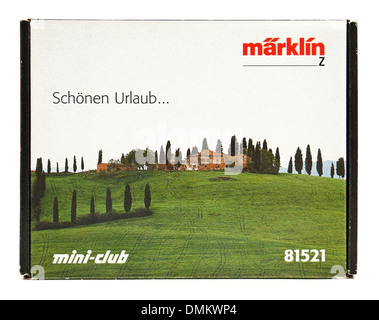 Marklin Z-scale mini-club 81521 Deutsche Bahn Class 89 tank locomotive and refrigerator car (Vacation Starter Set) - Stock Photo